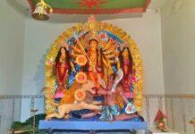 এখানে দেবী দুর্গার সঙ্গে পুজো পায় জয়া ও বিজয়া