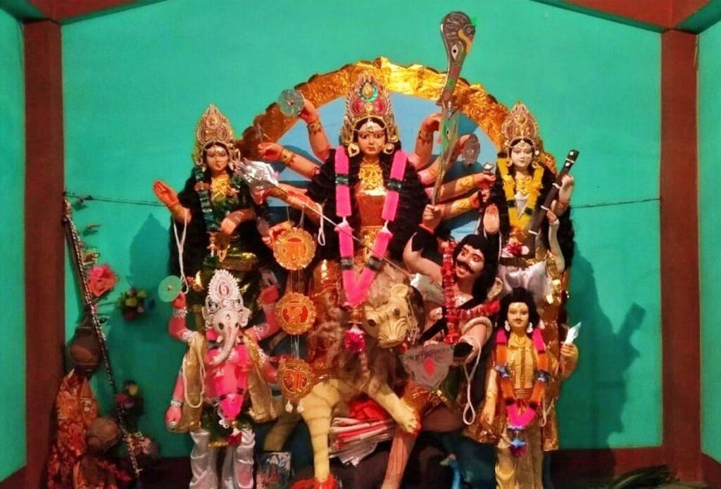 ব্যতিক্রমী দুর্গাপুজো : এখানে সংস্কৃতের বদলে মন্ত্রোচ্চারণ হয় কোঁড়া ভাষায়